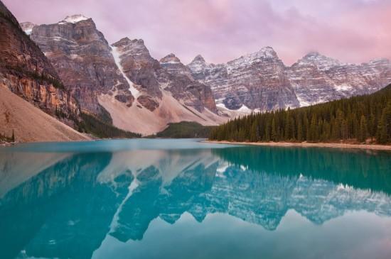 唯美雪山湖泊美景圖片
