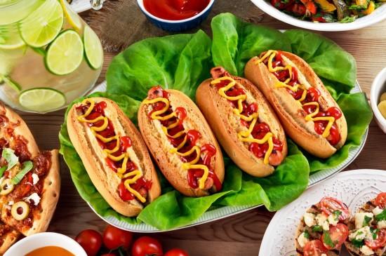 美味可口的热狗汉堡图片