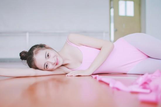 粉红甜芭蕾服美少女图片