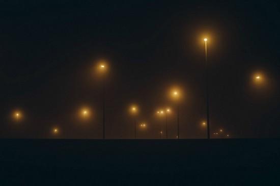黑暗中的光影唯美桌面壁纸