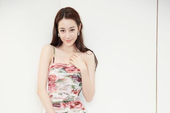 <迪丽热巴吊带裙性感写真图片壁纸