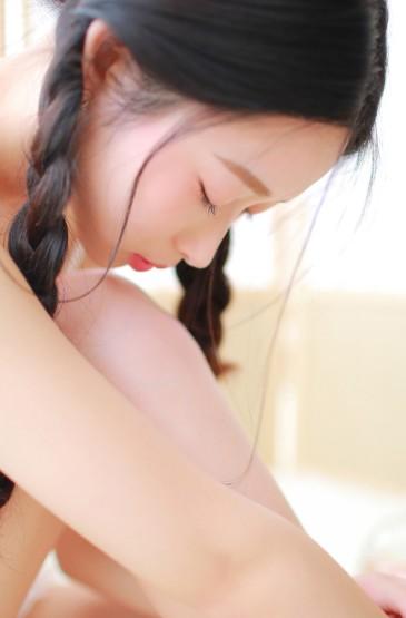 <日系居家美女高清手机壁纸图片