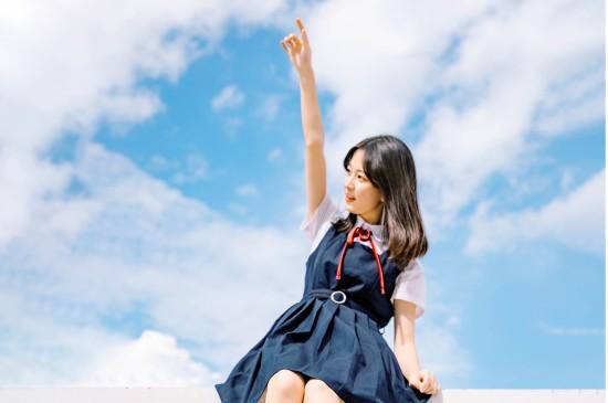 可爱清纯少女唯美高清桌面壁纸