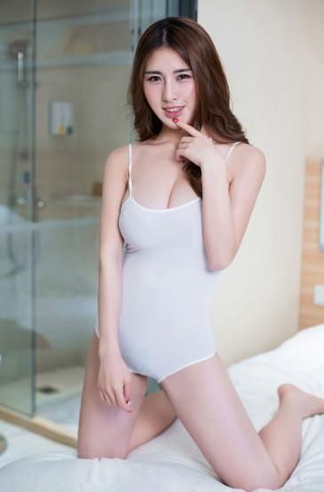 调皮性感美女清晨浴室小