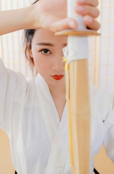 日本剑道美女淘气写真图