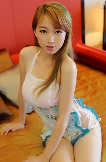 清纯少妇性感短裙装高清
