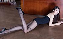 妖娆美女蕾丝内衣长腿性感写真高清桌面壁纸