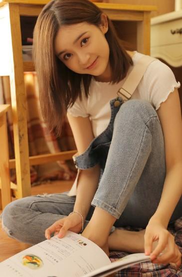 背带裤美女时尚可爱写真