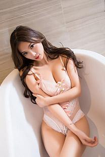 大胸美女浴室傲人双峰迷情写真图片手机壁纸