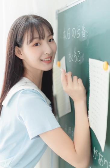 清新可爱肤白美女教室写