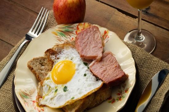 精致美食蛋包饭烟熏肉高清诱人桌面壁纸