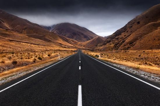 <宽阔平坦的公路风光图片桌面壁纸