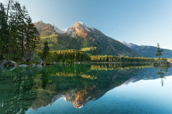 <自然山水湖泊风景图片桌面壁纸