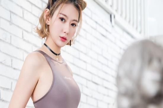 <气质美女高清丝袜美腿诱人写真桌面壁纸