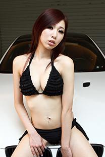 美女車模比基尼酥胸美乳
