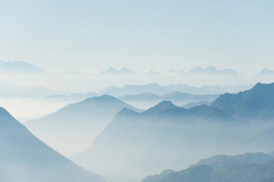 跌宕壮观的山脉风景图片桌面壁纸