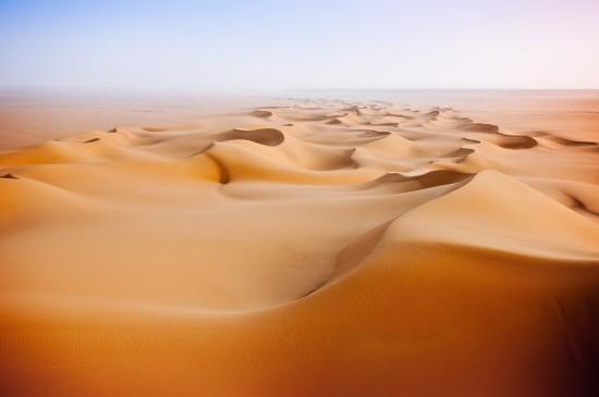 荒凉的沙漠唯美高清桌面壁纸
