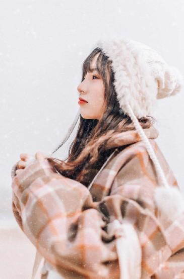 清纯美女冬日精致甜美写真图片