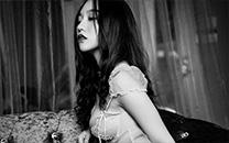 <高清性感巨乳美女唯美黑白艺术照写真桌面壁纸