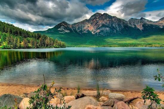 静谧唯美湖泊风景图片电脑壁纸
