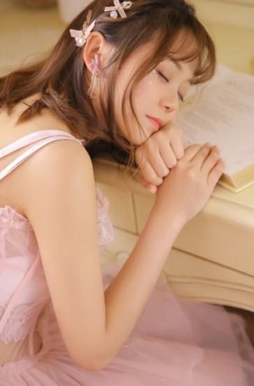 <粉红甜美女生手机壁纸图片
