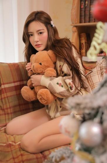 <沙发长腿美女圣诞主题摄影写真