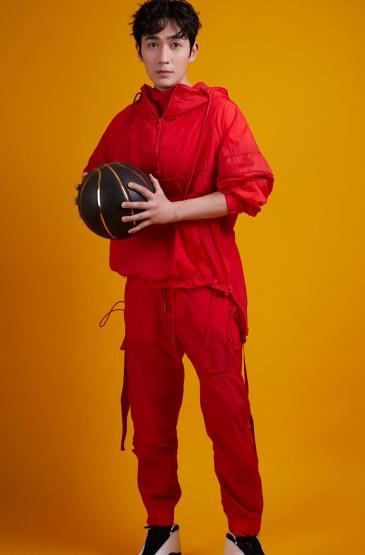 朱一龙时尚运动写真手机壁纸
