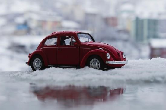 <可爱精致的玩具汽车图片桌面壁纸
