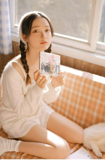 甜美麻花辫美女美腿诱人写真图片