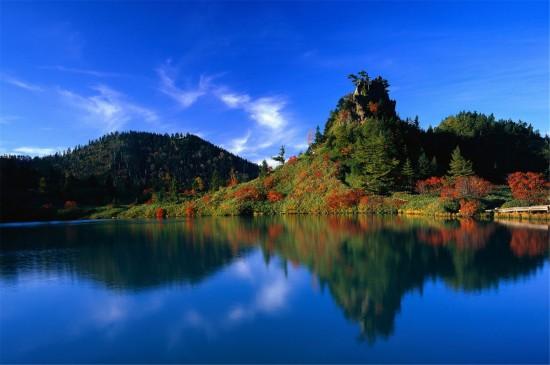 山水相映的自然风景高清桌面壁纸