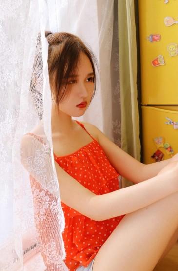 俏皮马尾辫美女性感美腿
