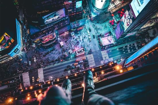 冰冷钢铁霓虹灯光现代都市摄影桌面壁纸