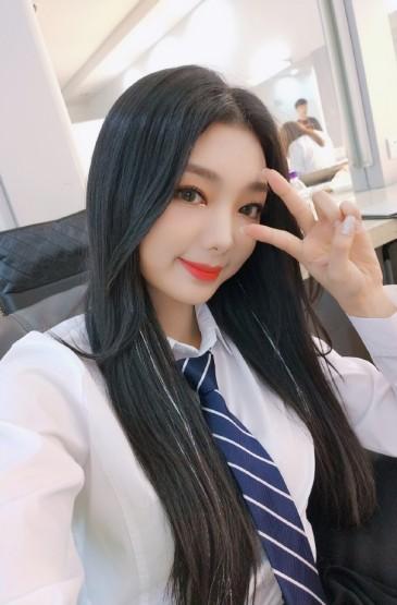 <火箭少女101湖南衛視航天晚會后臺照圖片