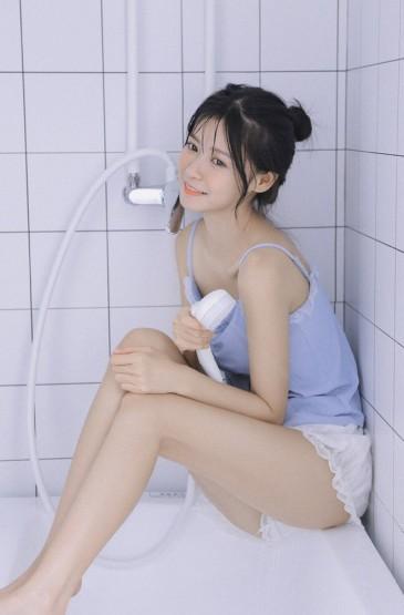 性感吊带美女卫生间长腿美女写真 第二辑