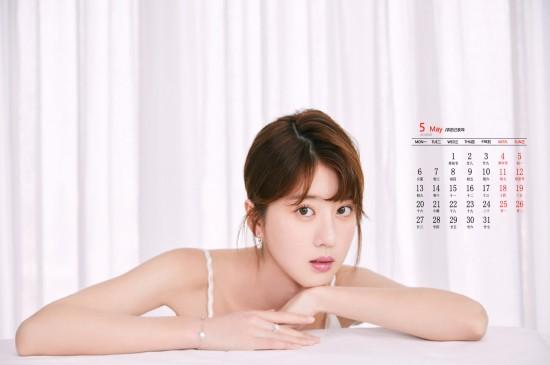 2019年5月李凯馨性感写真日历壁纸