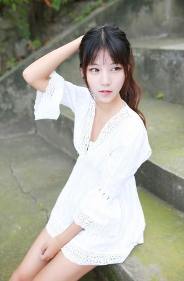 <性感蕾丝白裙女神美艳动人图片