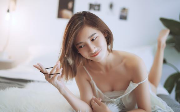 性感迷人的居家小清新短发美女