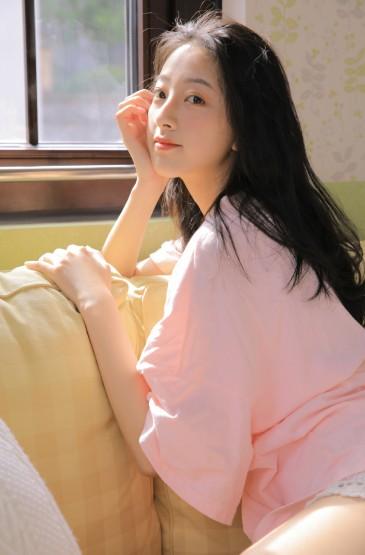长腿美女萝莉粉红诱惑性感图片
