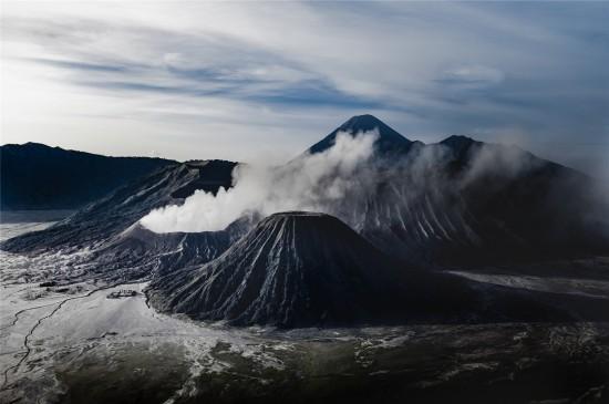 火山爆发壮观风景高清桌面壁纸