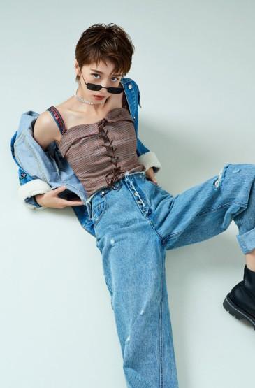 李凯馨酷美养眼时尚写真