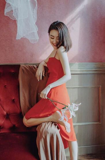 红裙美女性感妩媚诱人写