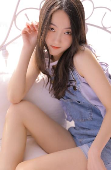 <白皙娇嫩美女长腿诱惑写真图片