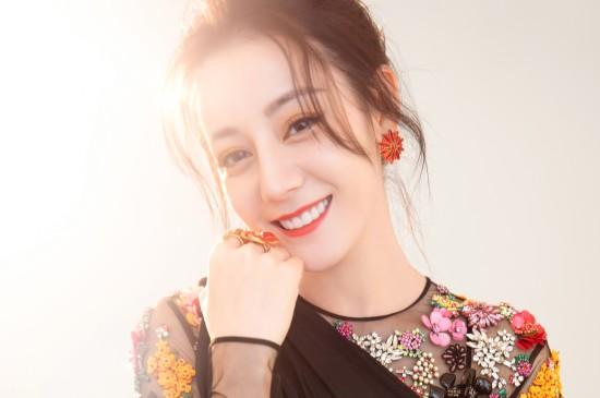 迪丽热巴刺绣连衣裙性感图片壁纸