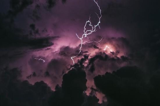 唯美壮丽电闪雷鸣桌面壁纸