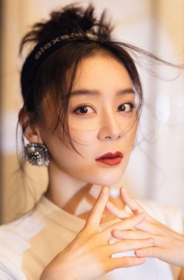 袁姗姗清雅迷人时尚写真图片