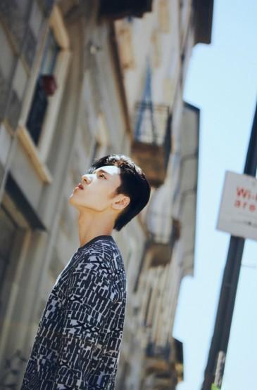 王子异时尚街拍写真图片