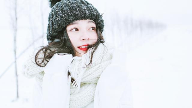 雪地里清純可人的氣質美