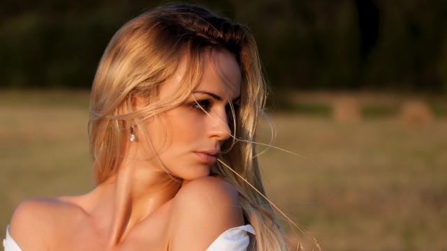 摄影镜头下千姿百态的欧洲美女
