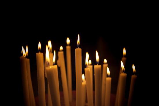 <祈福平安蜡烛静物桌面壁纸