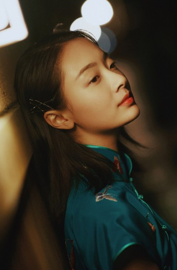 孙铱复古优雅旗袍写真图片